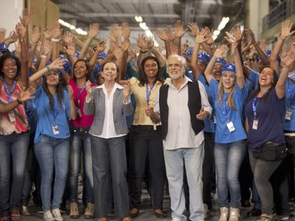 Elenco todo reunido para a nova campanha fim de ano da Rede Globo, que estreia dia 25, no Fantástico (Foto: Rafael França/Rede Globo)