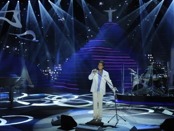 Roberto Carlos homenageia a paisagem, os ritmos, sons e gingados do Rio (Foto: Estevam Avellar Divulgação - Rede Globo)